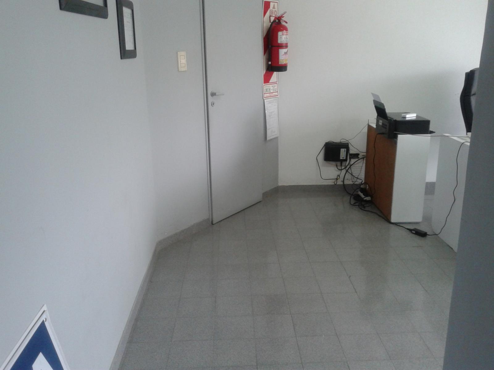 LOCAL con baño y kitchenette, posibilidad de agregar superficie. Disponible en octubre., ADBARNI Servicios Inmobiliarios