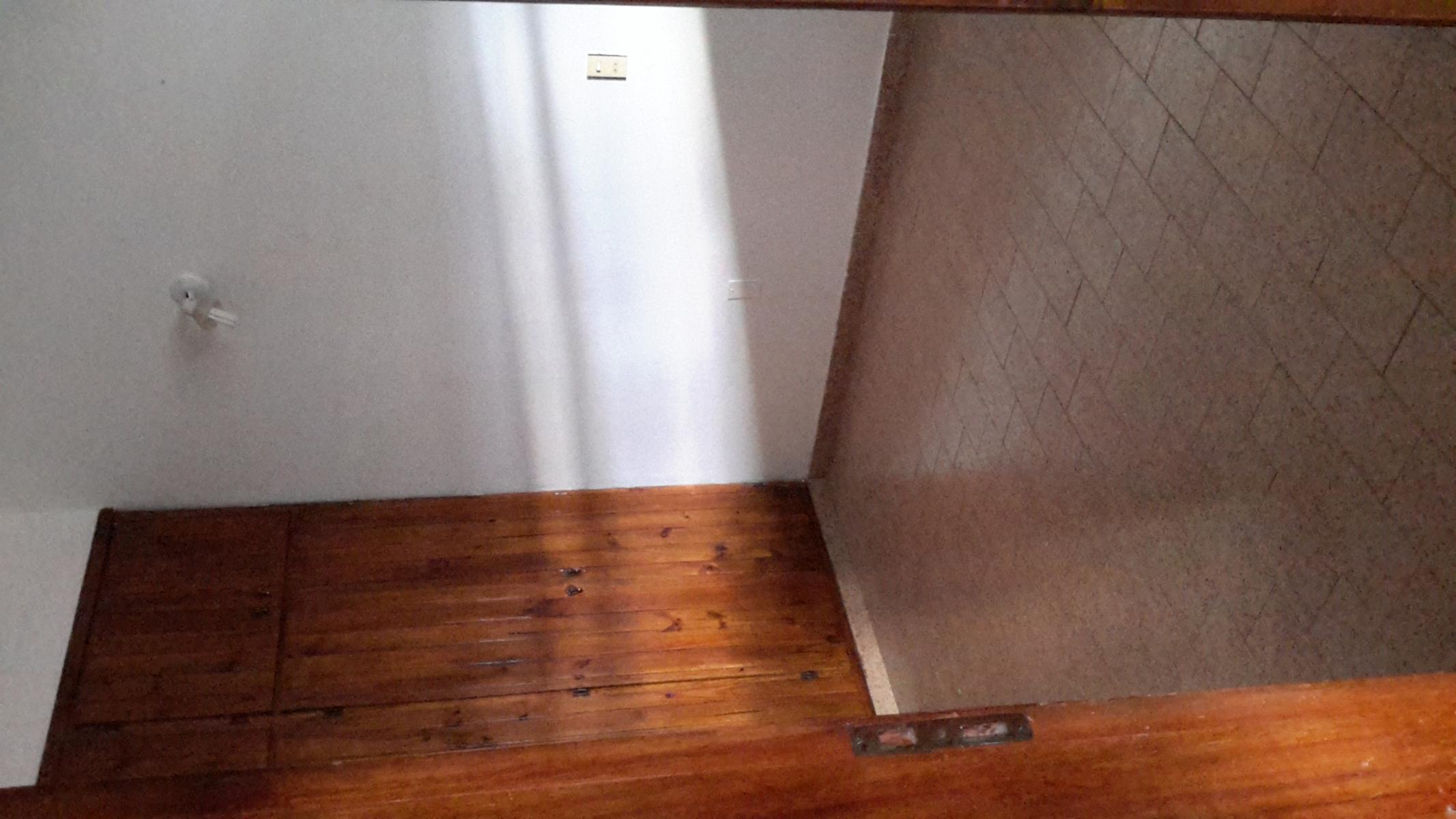 DisponibleUn dormitorio por escaleras, sin expensas, SFerrari Inmobiliaria