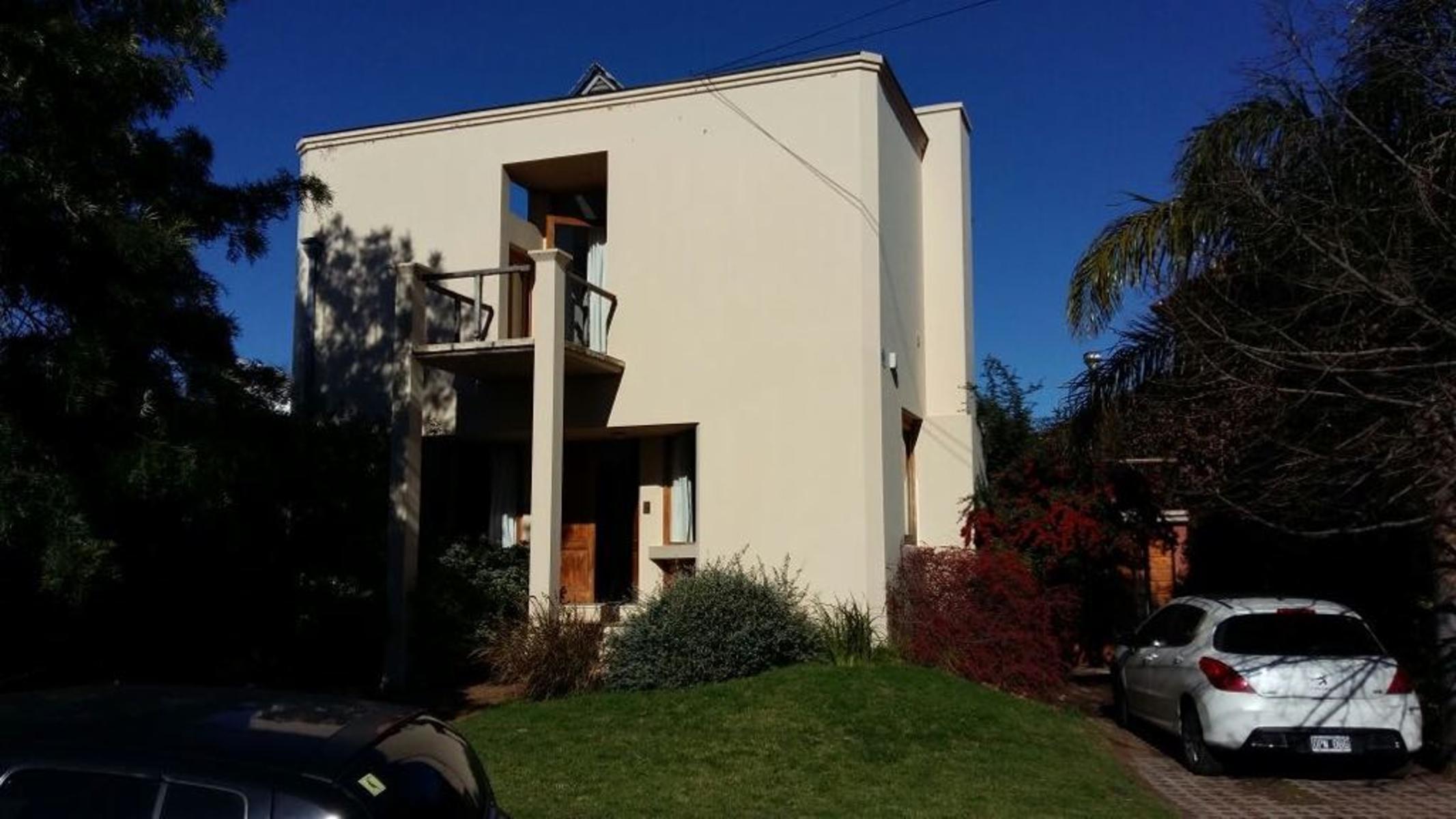IMPECABLE CASA EN VILLA ELVINA, Guillermo Sanchez Desarrollos Inmobiliarios