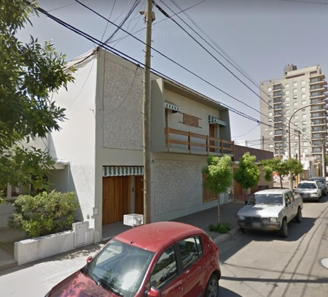 CASA AMPLIA N EL CENTRO MUY BUENA, Guillermo Sanchez Desarrollos Inmobiliarios