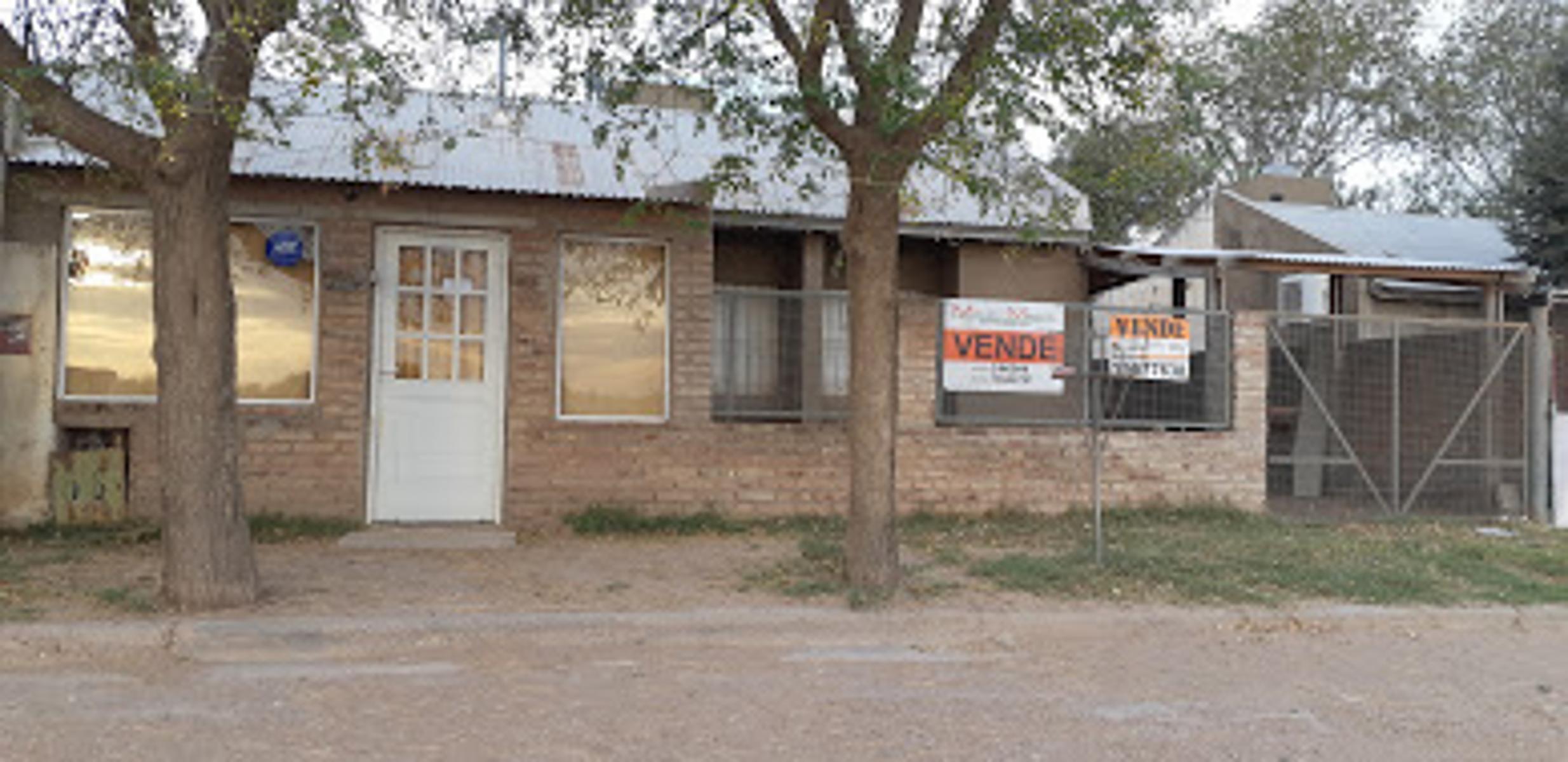 Casa de 3 dormitorios con local al frente y patio con pileta, en Barrio Sagrado Corazón de Jesús, Mauro Martin Negocios Inmobiliarios